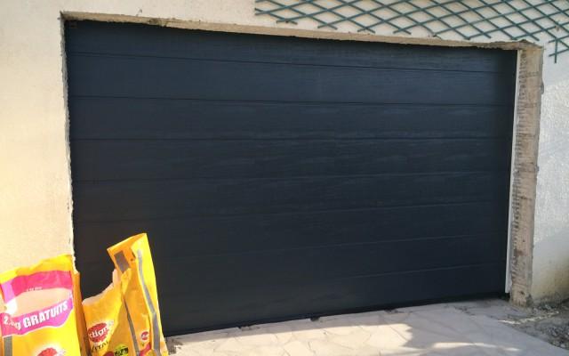 Porte de garage gris anthracite
